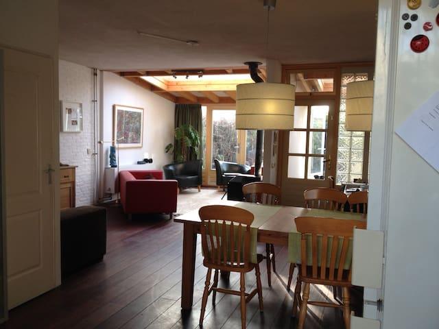 Riant woon-werkhuis aan park in Den Bosch