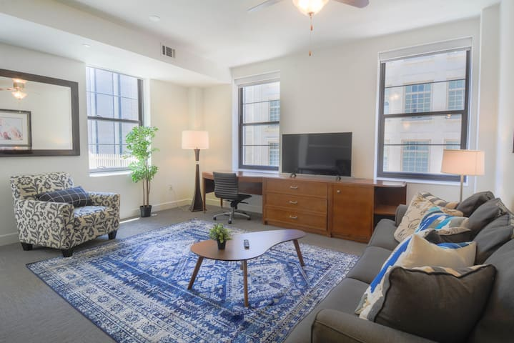 Glamorous 1BR Apartment in Downtown Dallas
