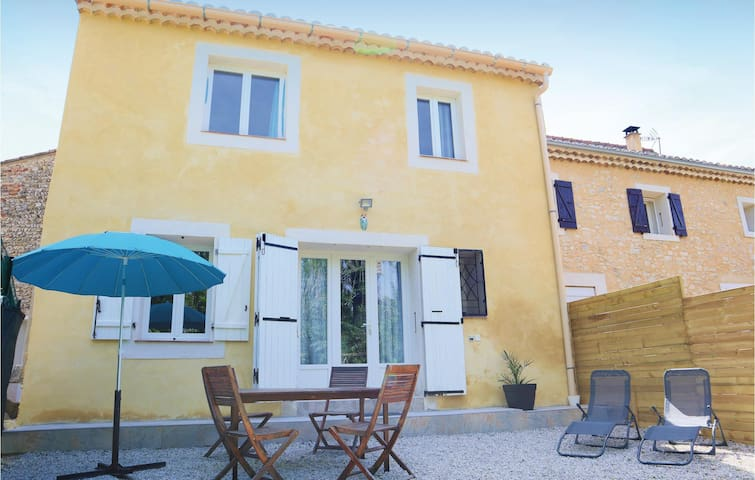 Semi-Detached with 2 bedrooms on 80m² in Sablet