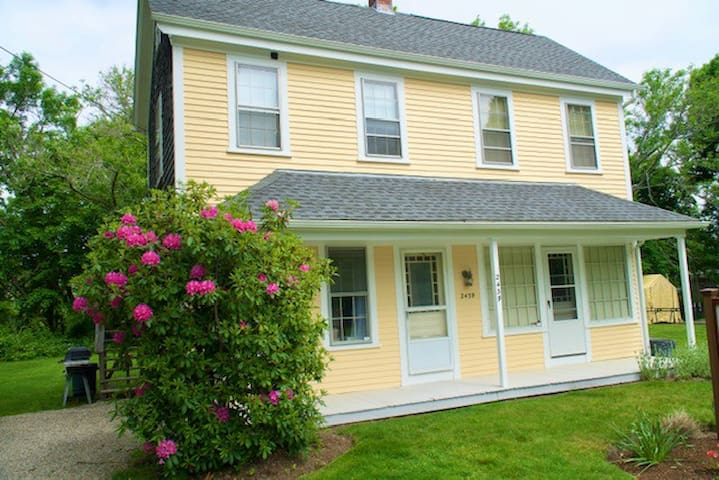 Newly renovated 1 bd apt in Historic W. Barnstable