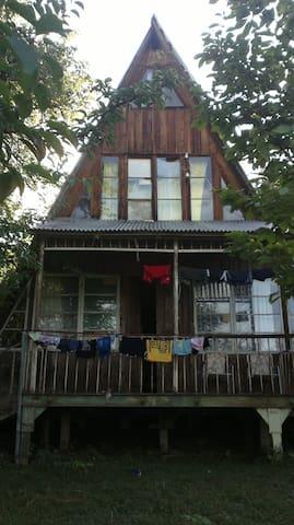 Финский трехэтажный деревянный дом - Ambrolauri - House