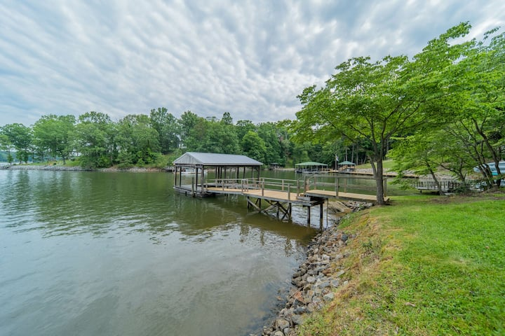 Relax on Riverbend - Newly Remodeled, Great Amenities!