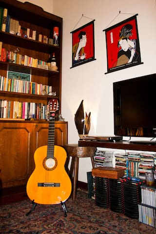 TV LCD, guitar, CD, movies, library in the common area