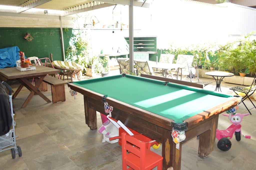 Mesa de sinuca para sua diversão // Pool table for you to enjoy
