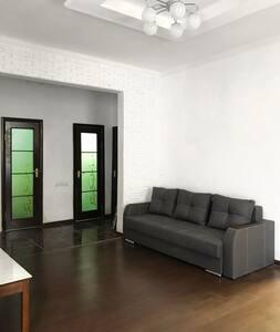 Сдаётся 2х комнатная квартира в ЦЕНТРЕ ГОРОДА!