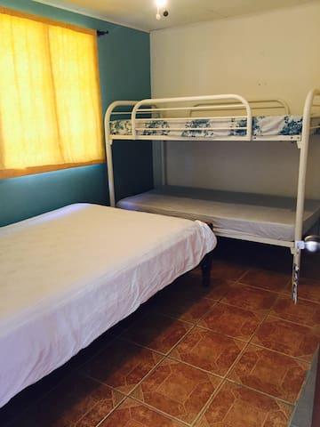 Habitación a 1km de la Playa - Punta Morales - Apto. en complejo residencial