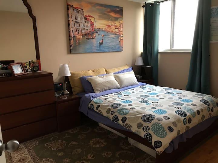 Master Bedroom with En-suite and Walk-in Closet