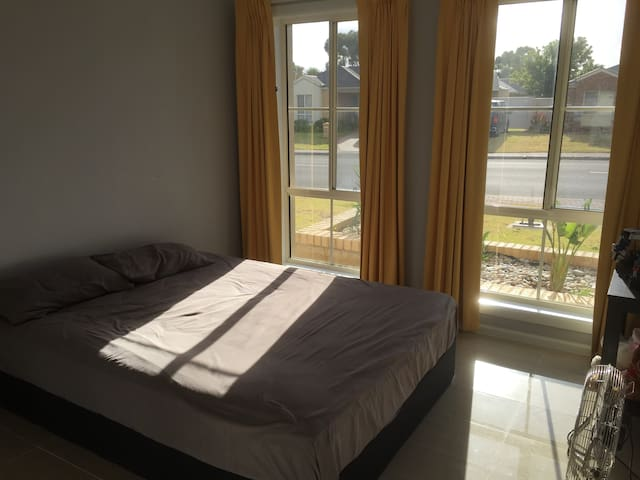 A single room is available in Aldinga Beach - Aldinga Beach