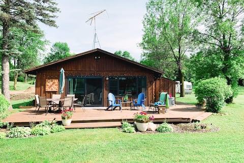 Quiet & Relaxing Lakefront Cabin