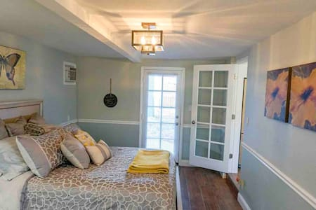 *Spacious South Tampa Bedroom With Private Entry*