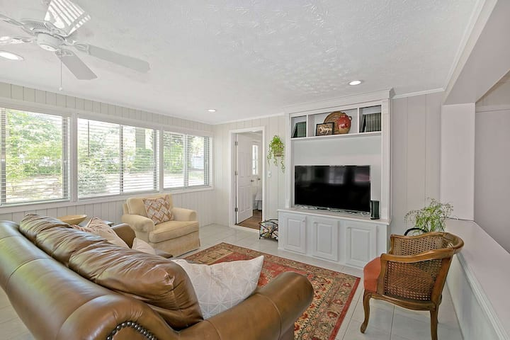 Lawrenceville, GA- Prop feature an ULTRA VIOLET AIR PURIFER SYSTEM, 4 BR/6 BDS, GREAT 4 Family/Exec