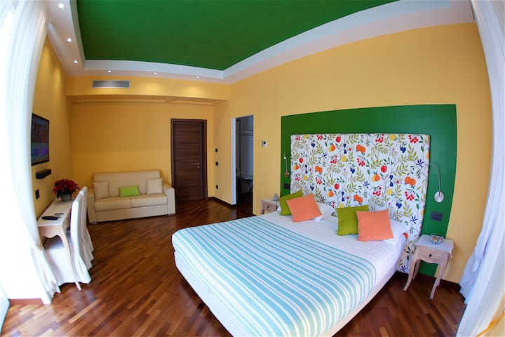 EXCLUSIVE ROOM IN THE HEART OF SORRENTO