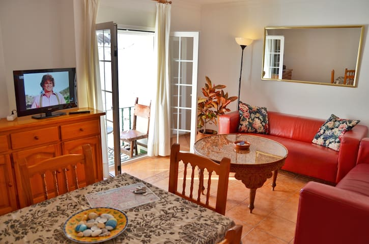 Old Town Apartment next to Beach N4