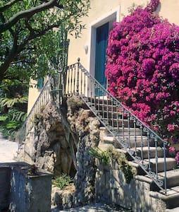 Vacanza vistamare in villa con giardino - Pieve Ligure