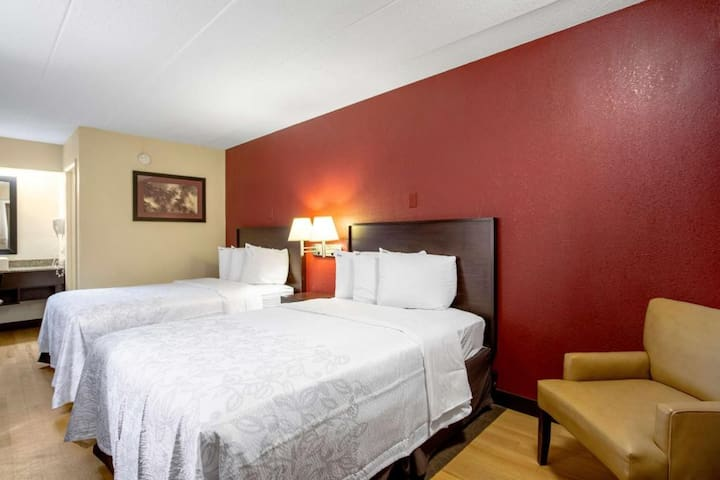 ☻♕✪ Spacious Room Two Beds At Airport Area ☻♕✪