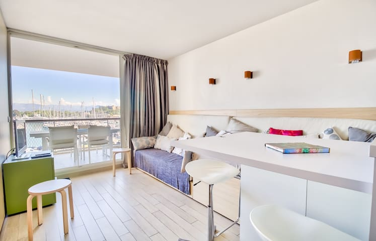 Le Rooftop Private apartment with sea view