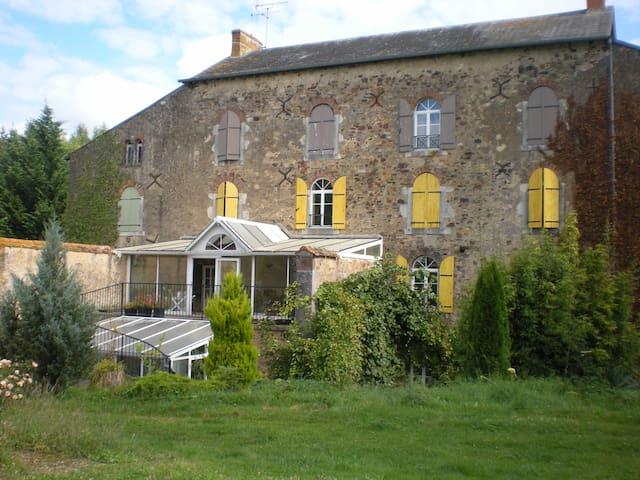 B&B-2 personnes lit double king size-2e étage-Bain - Saint-Denis-d'Orques - Bed & Breakfast