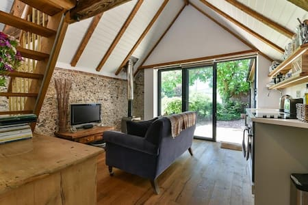 Shepherds Barn. Romantic Bolthole, 65mi fr London