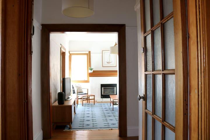 Gorgeous St Kilda apartment, close to everything.