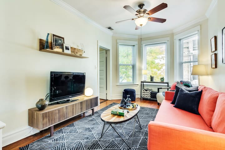 Riveting in Roscoe Village - 3BR with Parking!