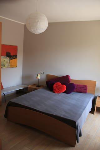 Balcone Fiorito, camera letto