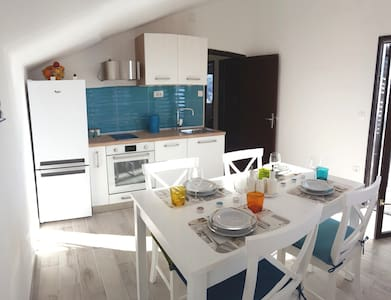 New modern apartment with panoramic view. - Rogoznica - Appartement