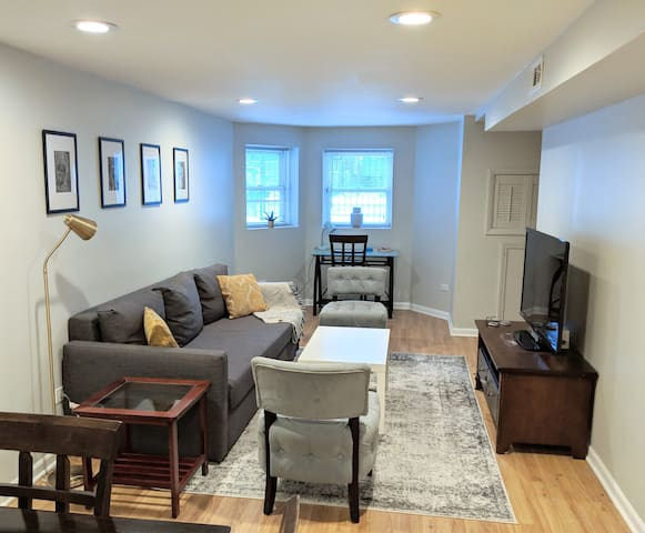 Cozy Apartment Steps from Hip Logan Square & Train