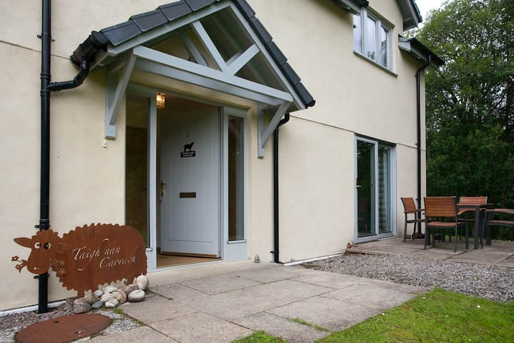 Pet friendly, Loch Ness cottage at old Abbey