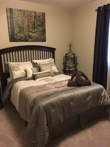 West Omaha Private Room - Queen Bed - Omaha - Hus
