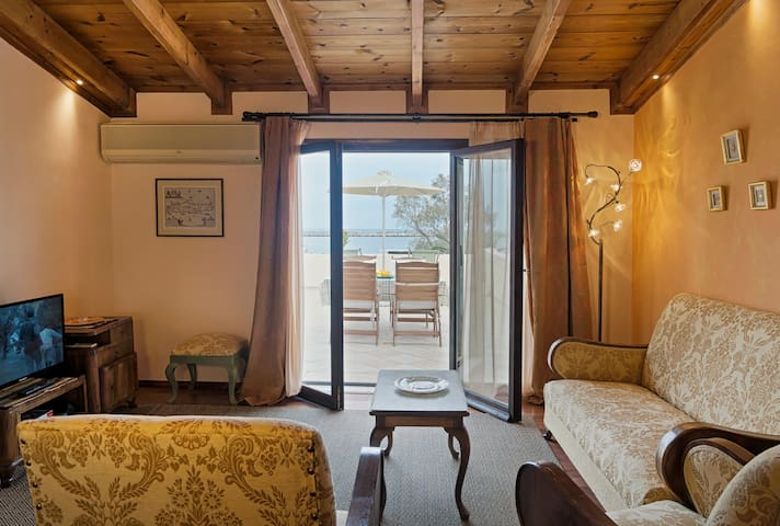 ELOIS ROOF SUITE stunning sea view, coastal road