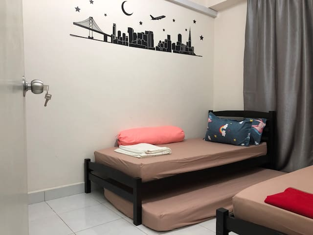 Subang USJ21@Minimalist style Homestay 2R1B👨👩👧👧4️⃣⭐️公寓民宿