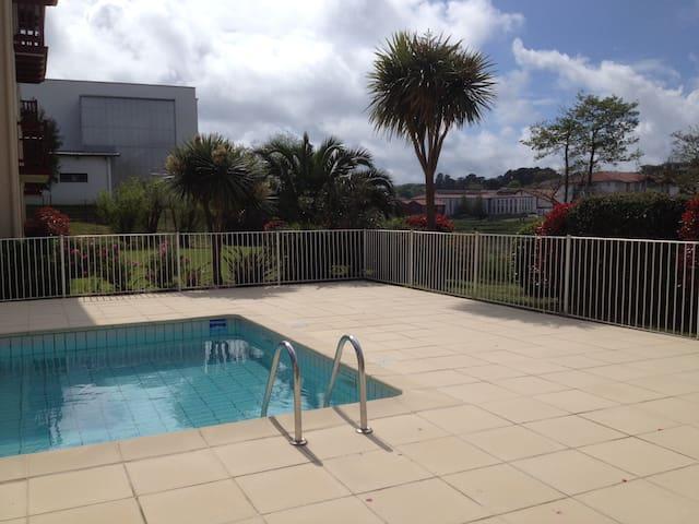 1 des 3 piscines de la résidence