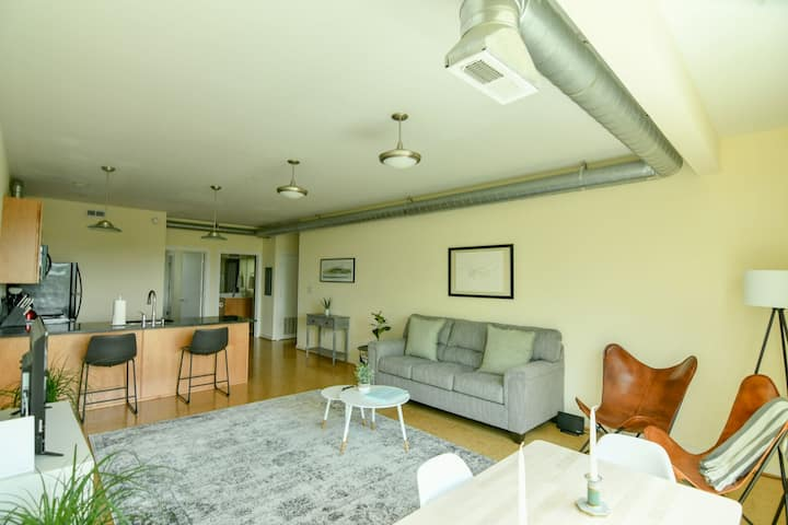 Greensview · Greensview Apartment | Belmont, close to Downtown!