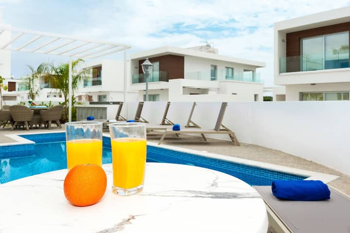 Sunday-private villa in Ayia Napa with pool
