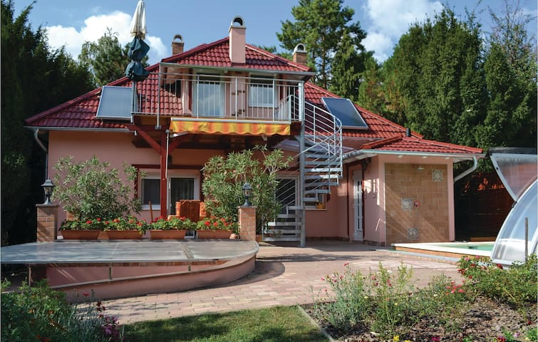 Holiday cottage with 3 bedrooms on 101m² in Balatonkarattya