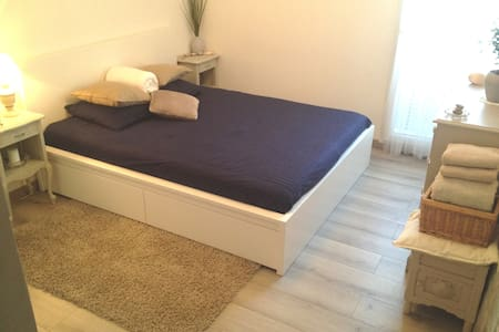 Spacious room / Paris + CDG Airport + ParcExpo - Appartement