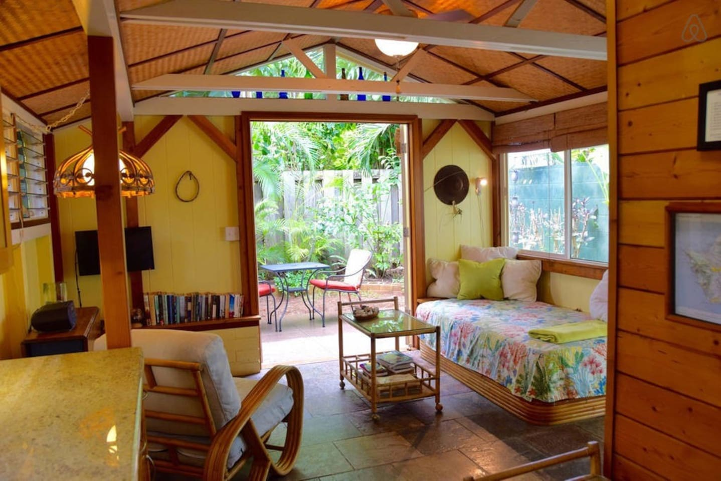 Cute Beachwalk Bungalow - Cottages for Rent in Kailua, Hi, United States