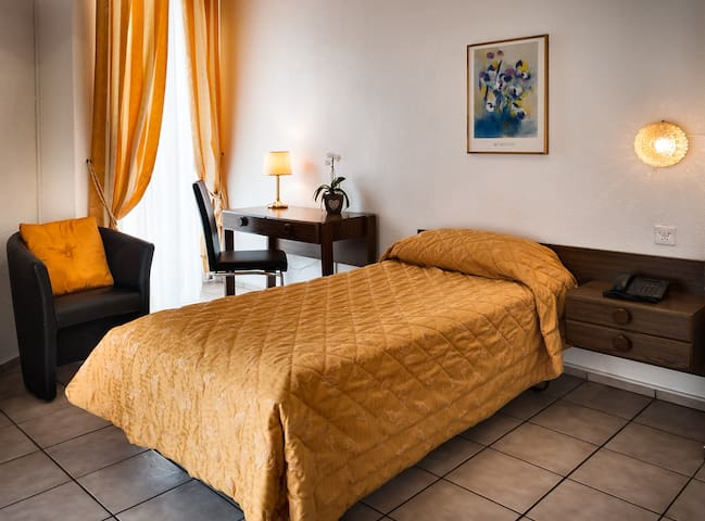 Hotel dell'Angelo Piazza Grande, Single 2