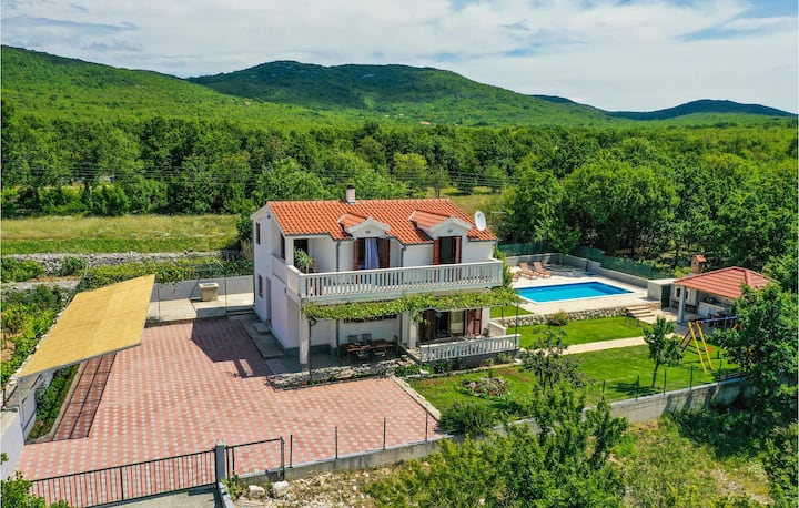 Nice home in Blato Na Cetini with WiFi and 5 Bedrooms
