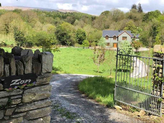 Family Room close to Kenmare
