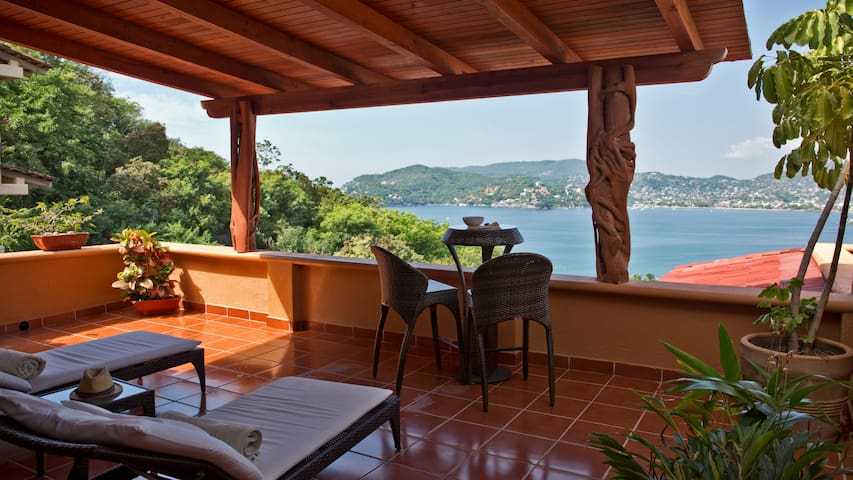 Spacious  Affordable Splurge Ocean View Pool 3BR - Zihuatanejo - Apartamento