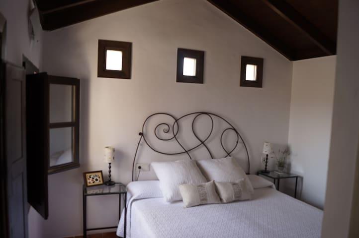 wood ceiling/bedroom 2