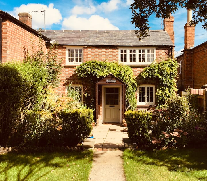 Beautifully restored Chilterns cottage for couples