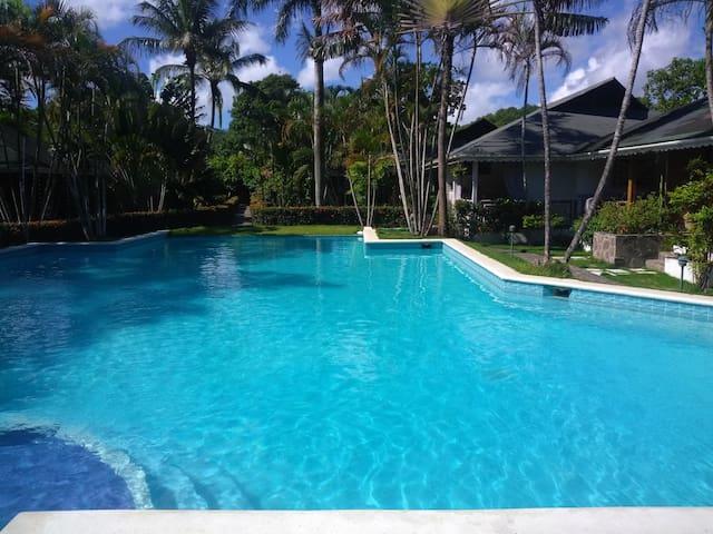 Villetta con piscina e wifi in un residence