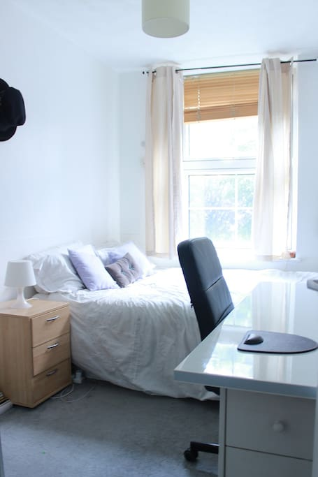the living room st katherines dock room in st katherine s dock apartments for rent 26778