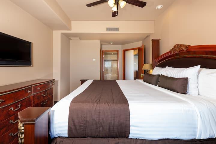 Beautiful 2 Bedroom Ocean Front Las Palomas Condo!