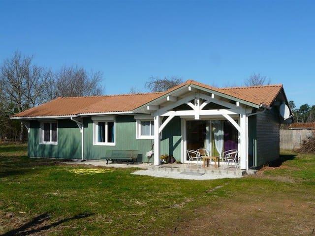 Maison bois, milieu nature. proche Lacs et océan - Sainte-Eulalie-en-Born - Cabaña en la naturaleza