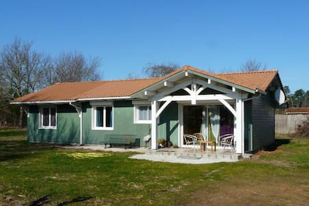 Maison bois, milieu nature. proche Lacs et océan - Sainte-Eulalie-en-Born - Rumah tumpangan alam semula jadi