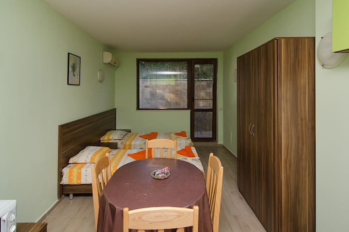 Sea Studio for 2 in Fantasy Apartments - Saints Constantine and Helena - Byt