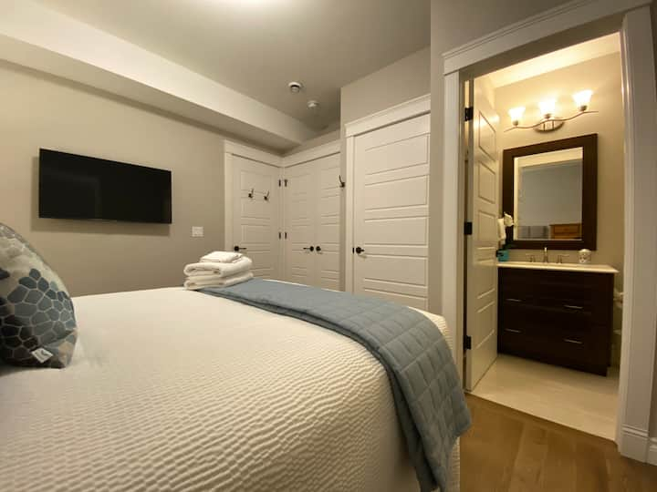 Cozy suite 14min walk to U of A Hospital 652ft²